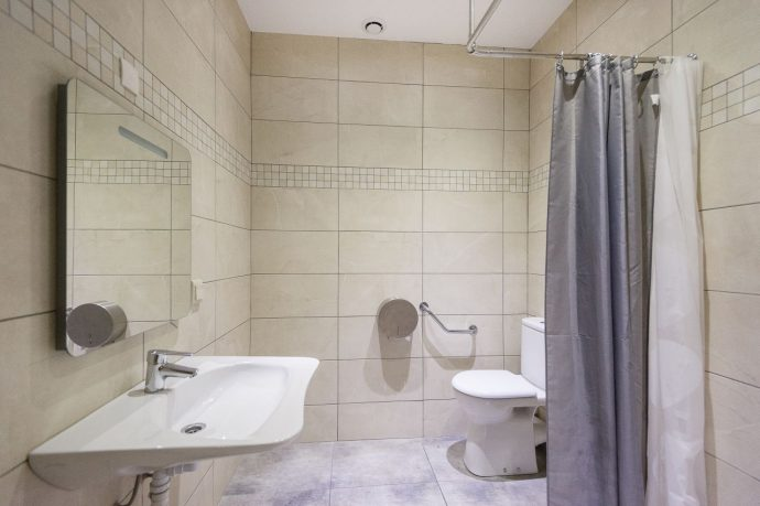 A clean, new bathroom with walk-in shower, accommodation on the French Riviera
