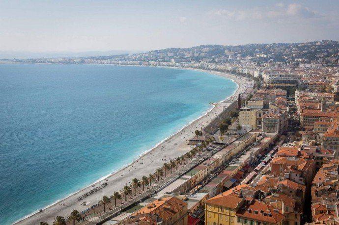 La hermosa ciudad de Niza desde el mirador en la colina del castillo, días de descanso en Niza