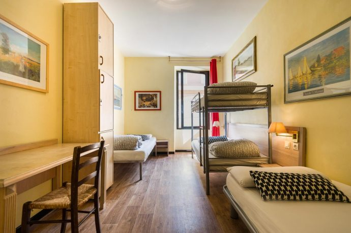 A 4 bed dormitory with bunk beds and lockers in Nice, France