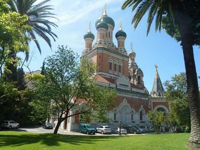 A ornate colourful Russian cathedral with blue domes and terracotta walls