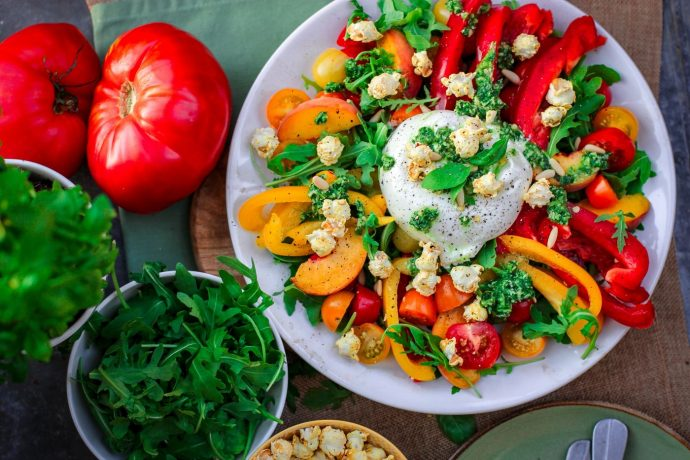 Salad of peppers, tomatoes and hummus, at the Nice fitness bootcamp