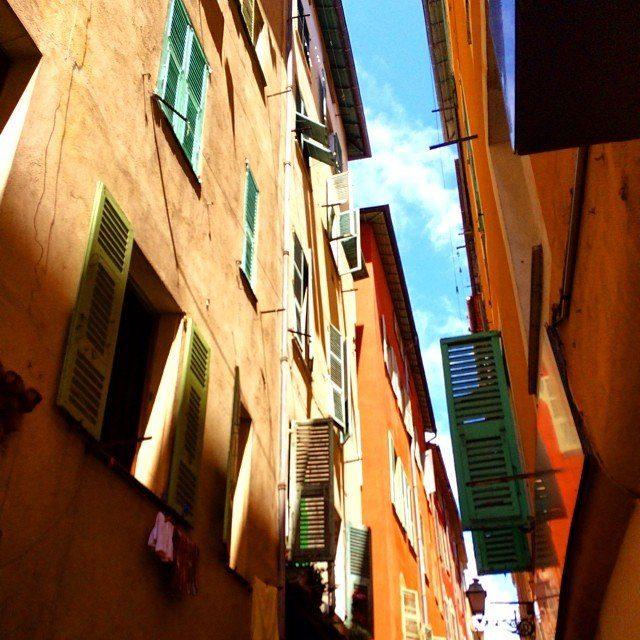 Ein Bild der Altstadt in Nizza, Frankreich, Reiseblogger können hier kostenlos bleiben