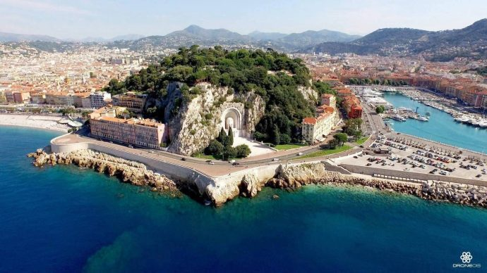 Aerial view of Castle Hill in Nice, clear water and the lush green trees of the park, stay with Villa Hostels in Nice