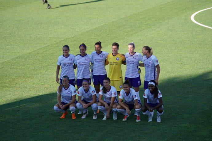 sport soccer team on green field